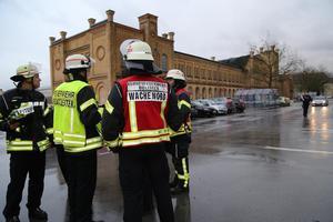 Bielefeld: Sturm: Zwei Verletzte, Supermarkt evakuiert