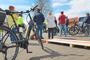 "Warburg: ""Mobile Senioren"" trainieren auf dem E-Bike"