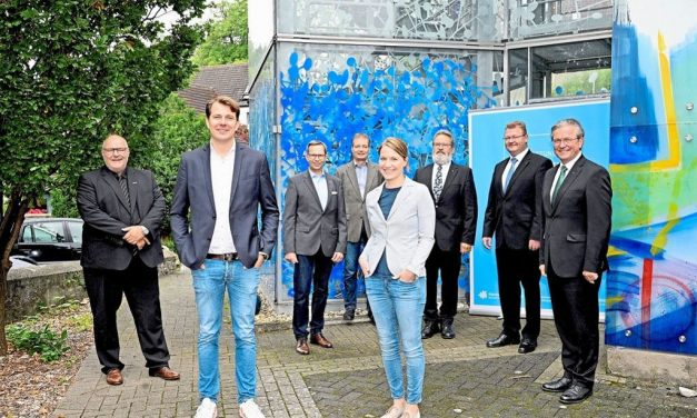 Glasmalerei Peters mit dem  Zukunftspreis Handwerk OWL 2021 ausgezeichnet